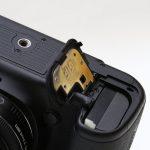 キヤノンのデジタル一眼レフカメラ 電池蓋が無い状態で起動する方法!