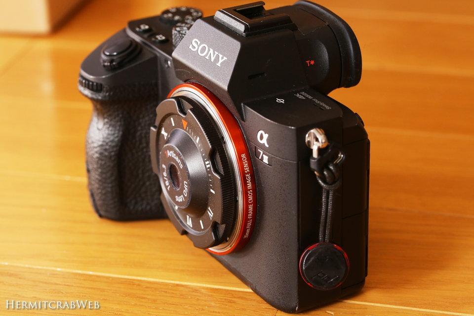 【7artisans 18mm F6.3 UFO lens】ボディキャップ並みに薄いレンズで、α7IIIが更にコ